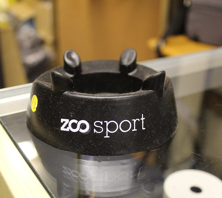 Zoo black kicking tee
