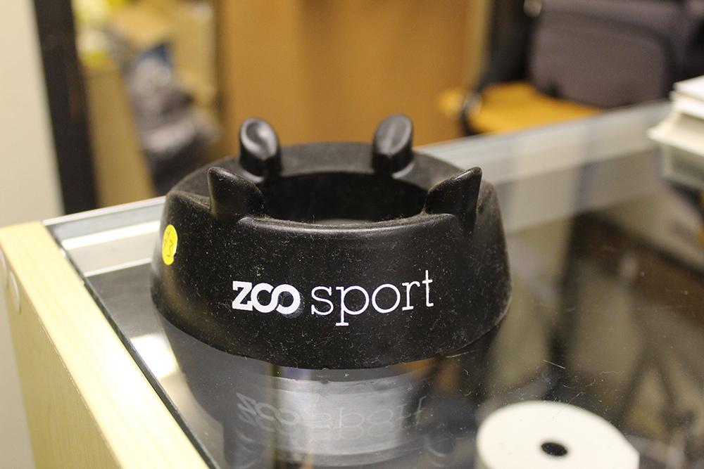 Zoo black kicking tee
